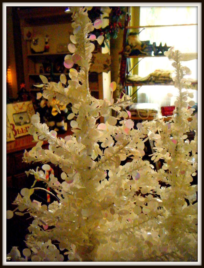 White Shiny Tree Havana Holiday Open House 2010 052