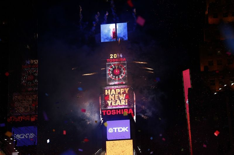 New-Years-Eve-Ball-Drop-in-Times-Square-2014-7-1024x682